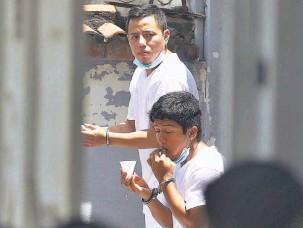 ??  ?? Confusión. Durante su captura la PNC dijo que los detenidos habían participado en la quema de un microbús en 2010, pero no hay acusación.