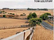 ??  ?? TOM LEE/STUFF Dry fields as far as the eye can see near Te Awamutu. NIWA predicts long periods of dry, warm weather continuing through April.