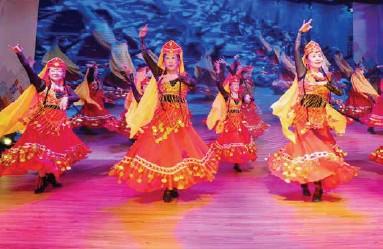 ??  ?? 月坛星月艺术团带来的民族舞表演