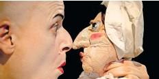 """?? Foto: Photograefin ?? Immer punktgenau: Bridge Markland spielt mit Puppen und Musik in der Produktion """"Leonce und Lena in the Box""""."""