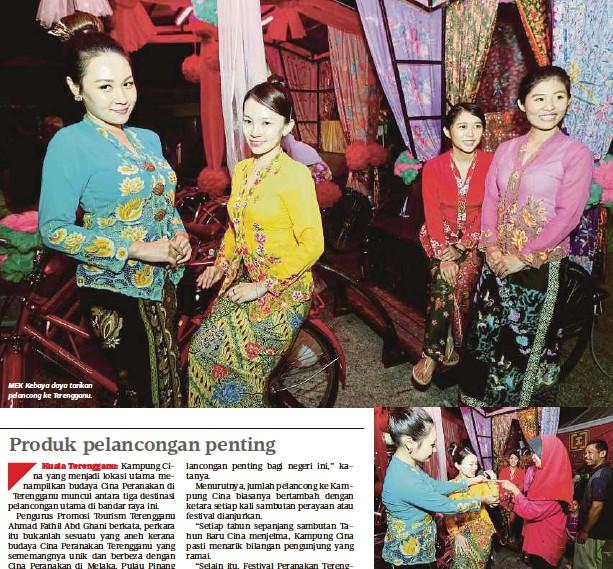 MEK Kebaya daya tarikan pelancong ke Terengganu. PENGUNJUNG Norzaini Mohd  Yusof meminati jahitan pada baju kebaya dipakai Tan Xiao Fang sambil  disaksikan ... 0875dc2daf