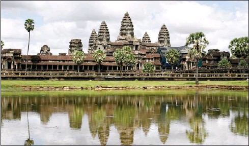 ?? HONG MENEA ?? Biding time ... Angkor Wat lies in wait for tourists who are expected in the fourth quarter of this year.
