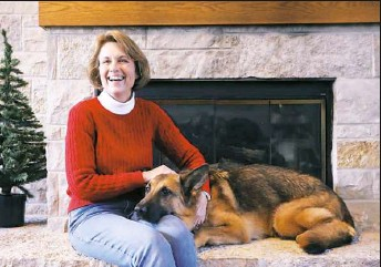 ?? Antonio Perez/Chicago Tribune/TNS ?? Deana Noonan, with her dog Journey, runs Noah's Rest, a group that takes pets for domestic abuse victims while they escape dangerous situations, in the Chicago area.
