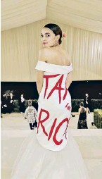 ?? PHOTOGRAPH: JAMIE MCCARTHY/MG21/ GETTY/VOGUE ?? ▲ The New York congresswoman Alexandria Ocasio-Cortez brought politics to the party with a 'Tax the rich' message