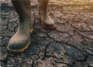 ?? © GETTY IMAGES ?? Rising air temperatures draw moisture out of the soil, leaving behind parched earth that's inhospitable to farming. Climate change can lead to extended droughts, impacting livestock survival and crop yields.
