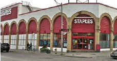 ?? DALE JOHNSON FOR THE TORONTO STAR ?? Staples Canada says unusual architecture of the building is a bonus. Older customers comment on the building's rich history.