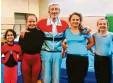 ?? Foto: Brendel ?? Trainer Roderich Wimmer mit seinen jungen Kunstturn‰Talenten (v. l.) Swara Gudekar, Hanna Gebler, Lea Brendel und Leila Gerteisen.