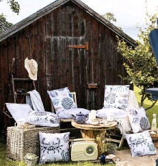 ??  ?? Collection of Scraffito outdoor cushions from £49.99, Perkins & Morley Featuring all our seaside favourites... fish, shells, crabs and seagulls are a 'shore thing' for mini garden makeovers.