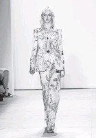 ?? NEILSON BARNARD, GETTY IMAGES, FOR NYFW: THE SHOWS ?? Packham featured intricate embroidery and embellishments.