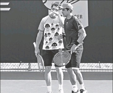 ?? Archivo ?? • El tenista ecuatoriano Gonzalo Escobar (der.) junto al uruguayo Ariel Behar.