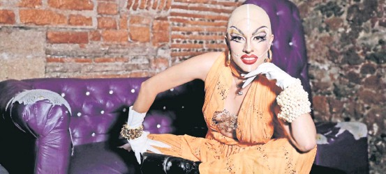??  ?? Denisse Ruiz, Kobra, asegura que gracias al drag descubrió una nueva forma de ver la vida, de romper barreras y de expresarse.
