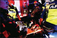 ?? AFP ?? A total of 47 others were seriously injured in the LRT crash in Kuala Lumpur on Monday, while another 166 were lightly injured.