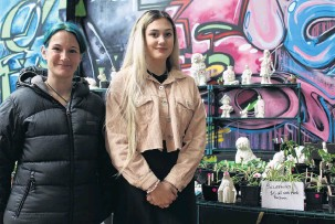 ?? PHOTO: ABBEY PALMER ?? Motherdaughter act . . . Mother and daughter Sarah Ladbrook and Jade Aitken showcased their sculptures and homegrown plants alongside 32 other stallholders at the Southland Plant Event in Invercargill on Saturday.