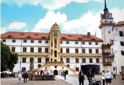 ?? Foto: dpa/Grubitzsch ?? Schloss Hartenfels in Torgau, im Zentrum der berühmte »Wendelstein«