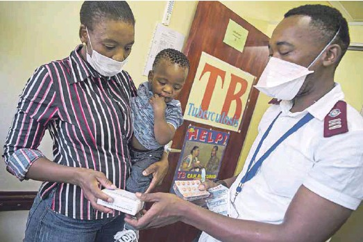 ?? Shehzad Noorani Photo: ?? Tuberculosis is a disease that mostly affects the poor, so any response is incomplete without social and nutritional support. Treatment adherence rates are higher when food parcels are provided to TB patients in addition to their medication.