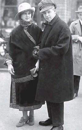 ??  ?? Сергей Есенин и Айседора Дункан на бульваре Унтер-ден-Линден в Берлине, 1922 г.