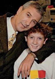 ??  ?? A imágen y semejanza Jonatan Viale heredó de su padre la pasión por el periodismo. Más allá de sus discrepancias ideológicas, Mauro estaba orgulloso de la carrera que está haciendo su hijo.
