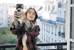 ?? NETFLIX ?? Lily Collins, en 'Emily en París'. ((