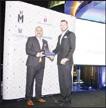 ??  ?? Mahmood Hussein receiving the award.