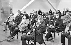 ?? Cortesía ces ?? • Catalina Vélez, titular del Consejo de Educación Superior (centro), en un evento con delegados de universidades.