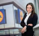 ??  ?? Le chance La direttrice risorse umane di Lidl Giovanna Pietrarota. Sul portale lavoro.lidl.it sono presenti 65 opportunità