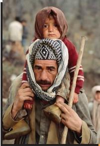 ??  ?? Em 1991, curdos chegam a campo de refugiados após uma dura travessia de montanhas entre o Iraque e a Turquia