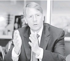 """?? H. DARR BEISER, USA TODAY ?? Richard Cordray, director of the CFPB, says companies are using arbitration as a """"free pass to sidestep the courts."""""""