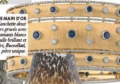 ??  ?? UNE MAIN D'OR Manchette deux ors gravés avec diamants blancs taille brillant et saphirs, Buccellati, pièce unique.