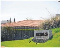 "?? AFP ?? HOGAR. Residencia de ""Quino"", en Mendoza, Argentina; lugar donde ayer falleció."
