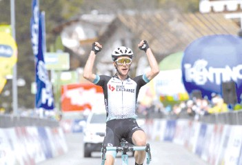 ??  ?? Britain's Simon Yates finished 41 seconds ahead of defending champion Pavel Sivakov of Ineos Grenadiers after the first mountain stage of the race between Austria and Italy.