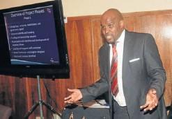 ?? Picture: SIKHO NTSHOBANE ?? BIG PLANS AHEAD: Bongani Jack presents the football academy plan to the King Sabata Dalindyebo Municipality