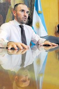 ??  ?? Ajustado. Martín Guzmán se financia con bonos atados a la inflación. ¿De quién es el negocio?