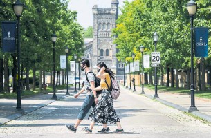 """?? NATHAN DENETTE THE CANADIAN PRESS FILE PHOTO ?? Staff members and faculty at the University of Toronto are """"panicked"""" and a record number feel unsafe returning to campus as student counts reach triple digits while vaccine mandates lag."""