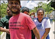 ?? CARL DE SOUZA/ GETTY IMAGES ?? Grieving relatives arrive at Brazilian soccer club Flamengo's training center after it caught fire in a neighborhood west of Rio de Janeiro on Friday.