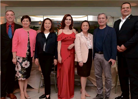 ??  ?? (From left) Taal Vista Hotel general manager Richard Gamlin, SM Hotels and Conventions Corp. (SMHCC) executive vice president Peggy Angeles, SMHCC president Elizabeth Sy, Cory Quirino, SMHCC vice president commercial Lourdes Macalindong, former CCP president Nes Jardin, and SMX Convention Center vice president-general manager Walid Wafik.