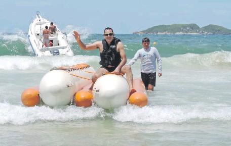 ??  ?? Óscar Santiago Ledesma Landaida difrutando de una de sus vacaciones en el Brasil. El funcionario municipal ostentó sus viajes a diferentes destinos turísticos a través de sus redes sociales.