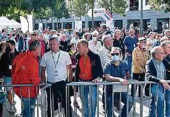 ?? Foto: S. Guillaume ?? Der Zuschauerzuspruch, wie beim Start der dritten Etappe in Mondorf, kann die Organisatoren zufrieden stellen.