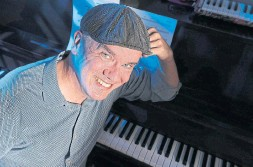 ?? RICHARD LAUTENS TORONTO STAR ?? Award-winning jazz pianist Jim Clayton has been livestreaming via Facebook to an audience that has grown to more than 30,000 throughout COVID-19.