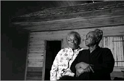 ??  ?? Emily Meggett (left) and Isabell Meggett Lucas viewed the former slave cabin that is part of the Slavery and Freedom exhibit.