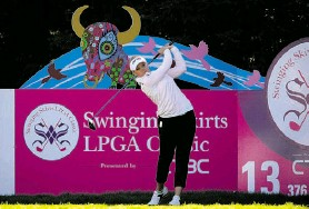 ?? ROBERT LABERGE/ GETTY IMAGES ?? Brooke Henderson, just 17, is quickly making an impact on the LPGA Tour.