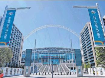 ?? FOTO: FRANK AUGSTEIN/DPA ?? Im Londoner Wembleystadion soll am 11. Juli das Finale der Europameisterschaft steigen. Wie viele Zuschauer dann in den Fußball-Tempel dürfen, ist auch beim Turnierstart noch nicht klar.