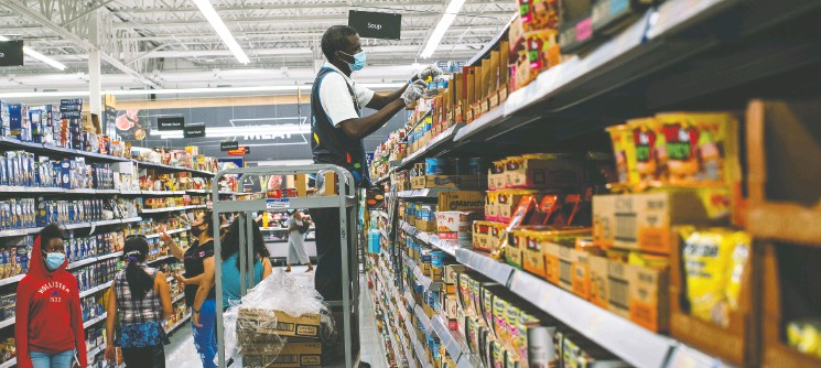 ?? Edua rdo Munoz/ File Photo/ File/ REUTERS ?? Some Black former Walmart associates in the U. S. say promising Black staffers repeatedly failed to break into the company's officer ranks unlike white women.