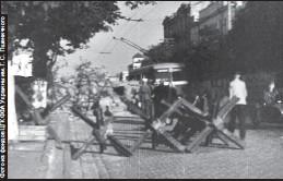 ??  ?? На улицах Киева было полно противотанковых ежей