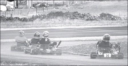 ?? GOYO FERNANDEZ ?? Más de 50 karting giraron ayer en el kartódromo del Moto Club en las pruebas libres de la tercera fecha de AKTS