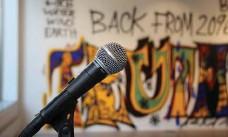 ??  ?? PÅVERKA. Under sommaren kan du göra din röst hörd på torget utanför Alingsås konsthall.