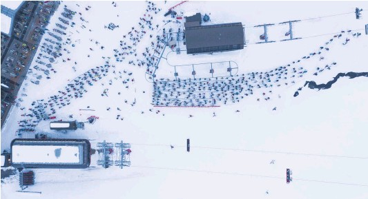 ?? Photo / George Heard ?? Thousands of people were eager to get their ski season under way with the official opening of Mt Hutt ski field yesterday.