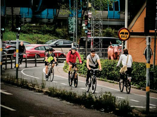 ?? FOTO: STEFAN KÄLLSTIGEN ?? BRA FÖR STAN. Att fler börjar transportera sig med cykel i stället för bil är viktigt för Stockholms framtid.