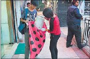 ??  ?? A volunteer collecting trash from a store in the Galleria mall during the first drive in Gurgaon FILE / HT PHOTO