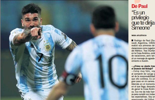 ??  ?? De Paul señala a Messi tras la asistencia que le dio en el Argentina-Ecuador de la Copa América.
