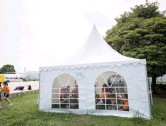 ??  ?? صورة التقطت أمس لخيمة تبريد بالقرب من ملعب الكرة الطائرةالشاطئيةفيطوكيو (الفرنسية)